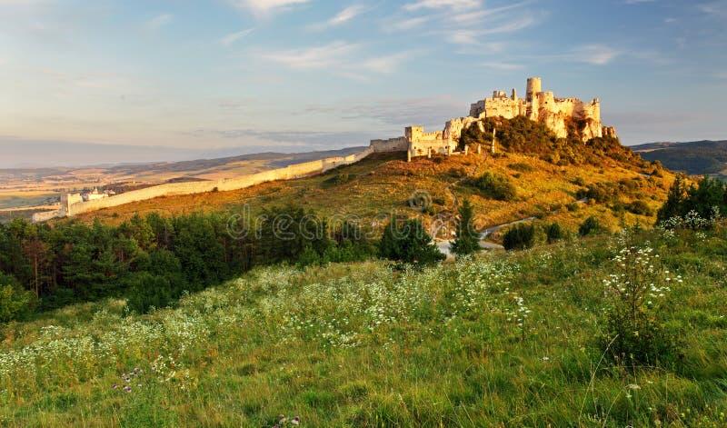 Het landschap van Slowakije met Spissky-kasteel royalty-vrije stock foto's