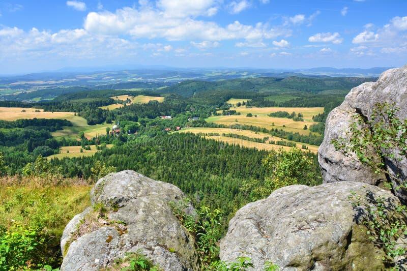 Het landschap van Szczeliniec Wielki in het gebergte van de stad Polen royalty-vrije stock afbeelding