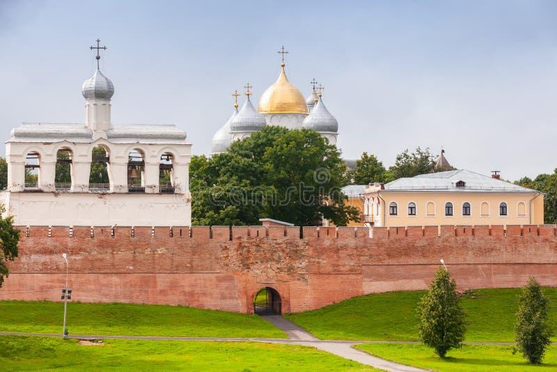 Het landschap van Velikynovgorod met de muur van het Kremlin royalty-vrije stock foto's