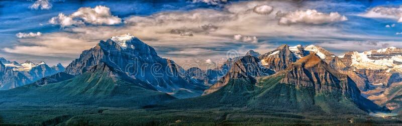 Het landschapsmening van Canada Rocky Mountains Panorama stock foto's