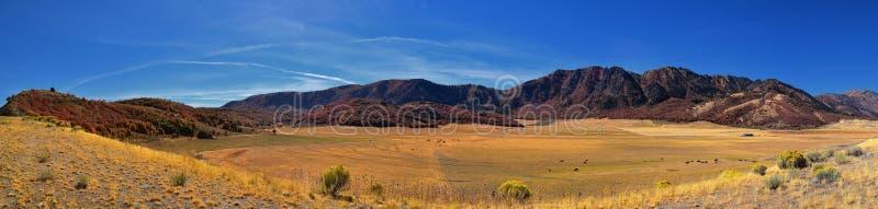 Het landschapsmeningen van de doos Oudere die Canion, algemeen als Sardinecanion worden bekend, het Noorden van Brigham City binn stock fotografie