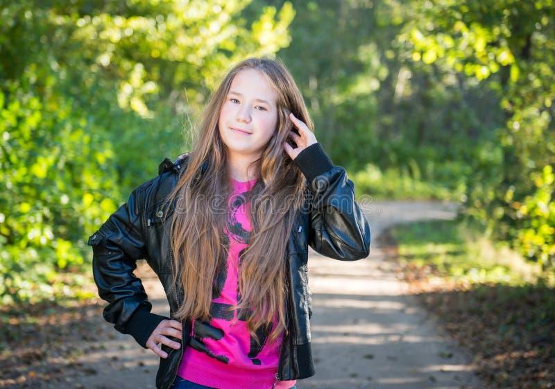 Het lange meisje van de haartiener royalty-vrije stock foto's