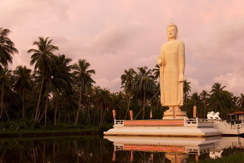 Het lange standbeeld van Boedha in Tsunami Honganji Viharaya, Tsunami-Gedenkteken stock afbeeldingen