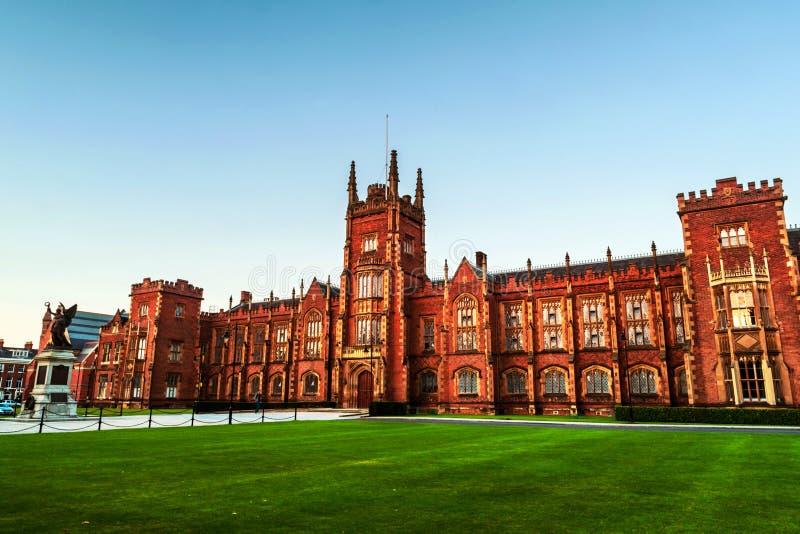 Het Lanyon-Gebouw, Koningin ` s Universitair Belfast, Noord-Ierland, het UK stock foto's