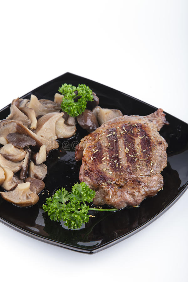 Download Het Lapje Vlees Van De Filet Met Paddestoelen Stock Afbeelding - Afbeelding bestaande uit proteïne, paddestoelen: 29509157