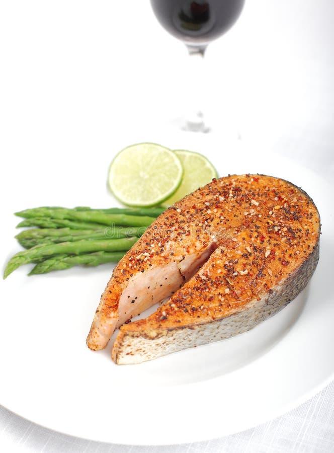 Download Het Lapje Vlees Van De Zalm Stock Afbeelding - Afbeelding bestaande uit asperge, groenten: 10777463