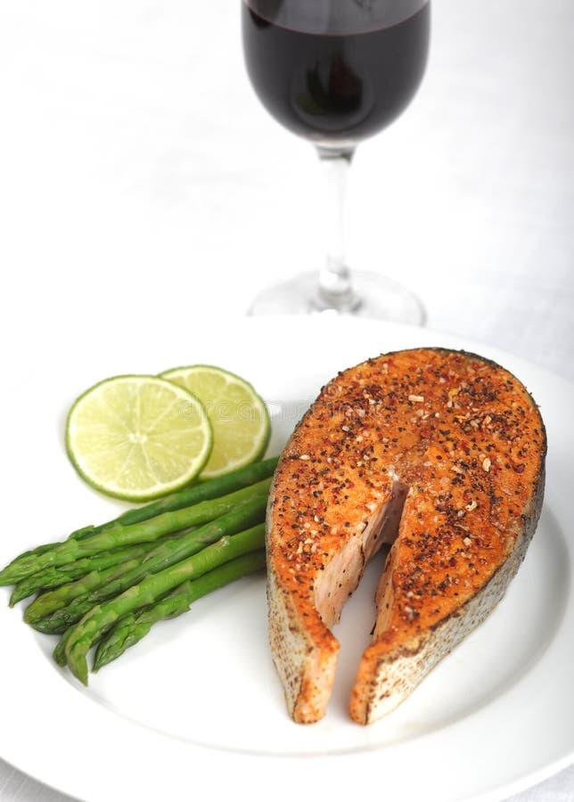 Download Het Lapje Vlees Van De Zalm Stock Foto - Afbeelding bestaande uit peper, kalk: 10777646