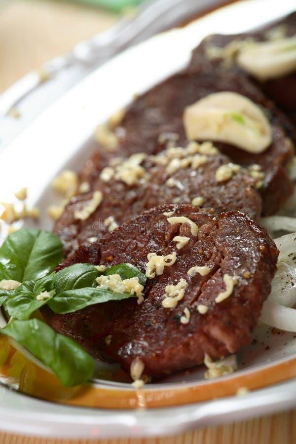 Het lapje vlees van het varkensvlees met knoflook royalty-vrije stock afbeeldingen