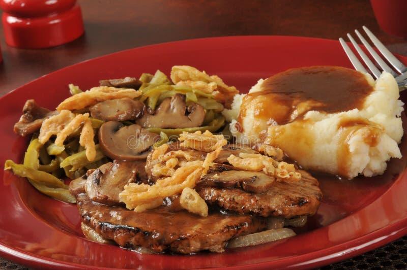 Download Het Lapje Vlees Van Salisbury En Fijngestampte Aardappels Stock Foto - Afbeelding bestaande uit horizontaal, geroosterd: 39116736