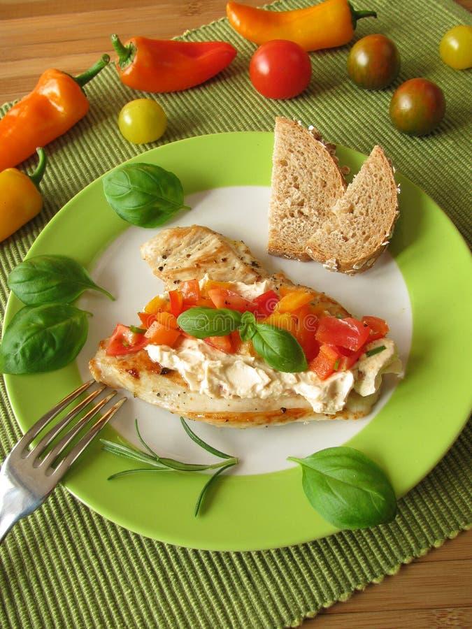 Het lapje vlees van Turkije met salsa van de tomatenpeper stock foto's
