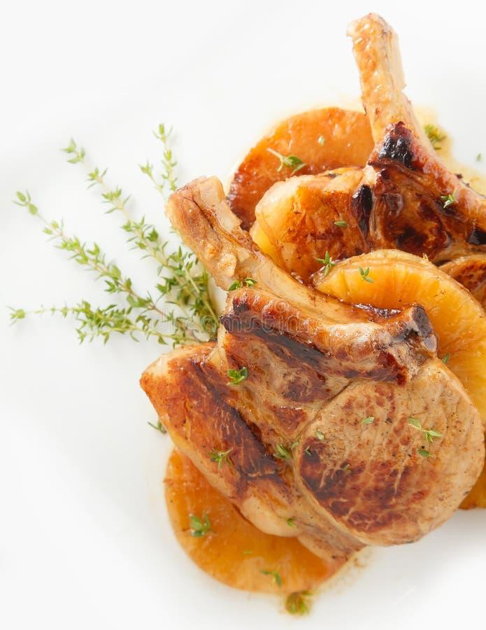 Het lapje vlees van varkensvleesribben met ananas stock fotografie