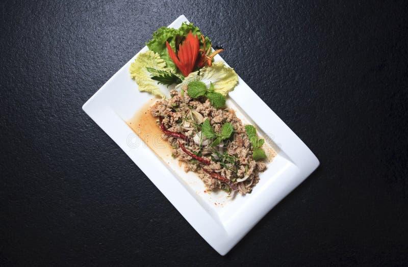 Het larb-varkensvlees varkensvlees, salade, hakt fijn, kruidig, voedsel royalty-vrije stock afbeeldingen