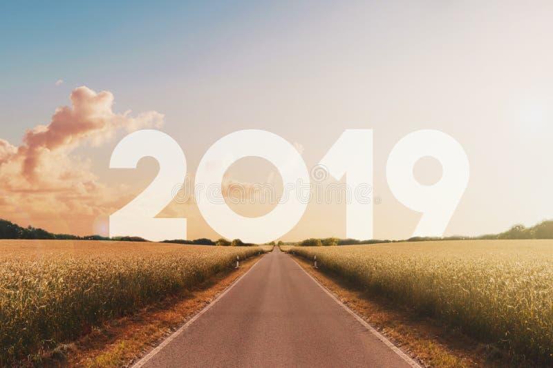 Het lege gelukkige nieuwe jaar 2019 van de wegrubriek stock foto's