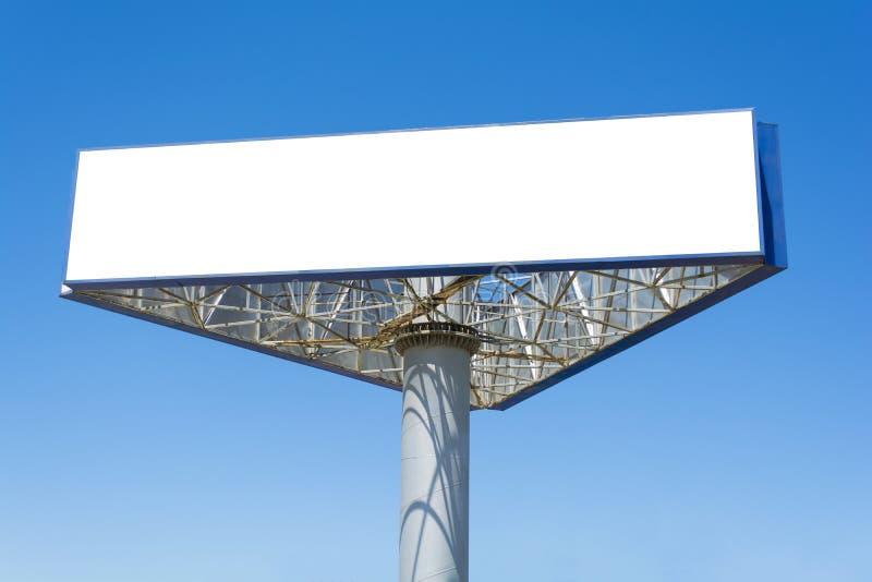 Het lege grote aanplakbord over blauwe hemelachtergrond, zette hier uw tekst royalty-vrije stock fotografie