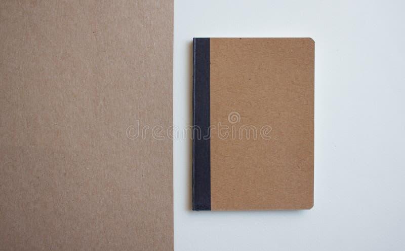 Het lege notitieboekje van kraftpapier royalty-vrije stock foto's