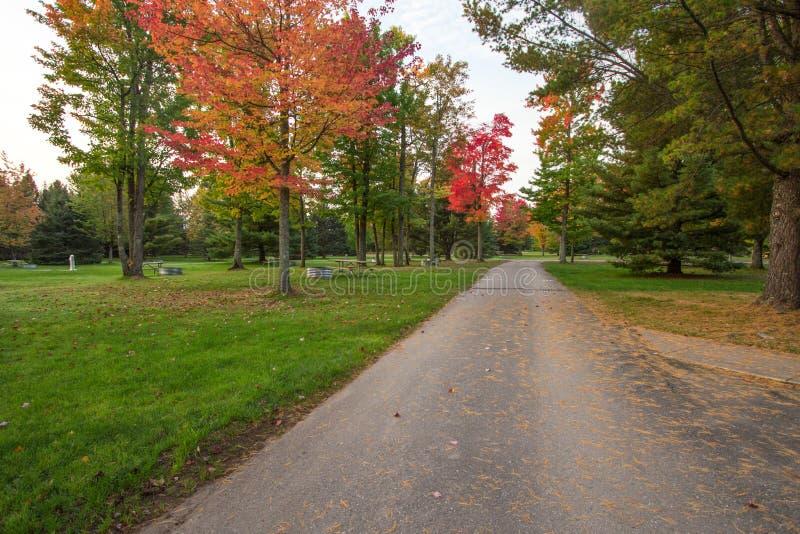 Het lege Park van de Staat van Michigan Autumn Campground stock afbeeldingen