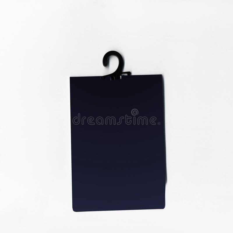 Het lege prijskaartje of het etiket met draad isoleerde witte achtergrond stock afbeeldingen