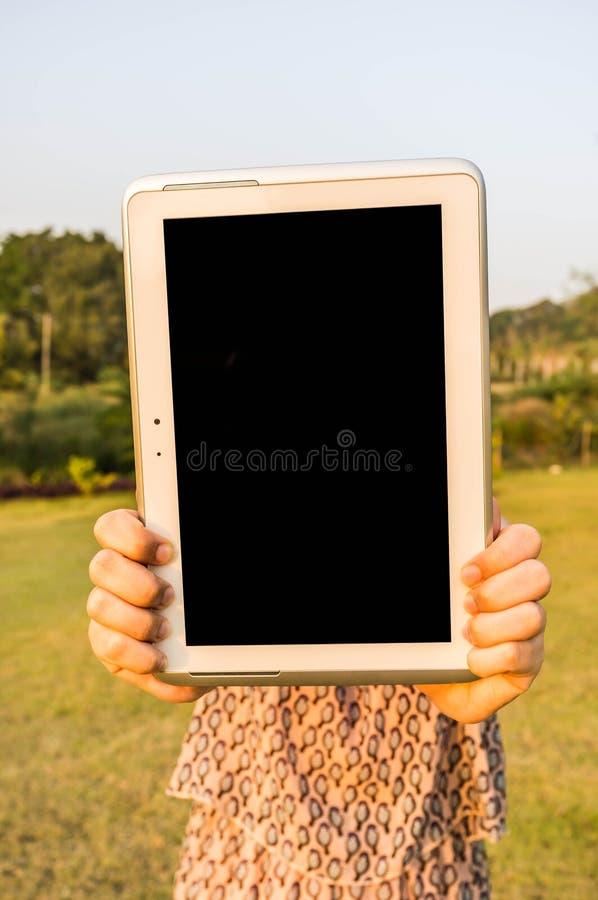 Download Het lege tabletscherm stock afbeelding. Afbeelding bestaande uit groen - 39115747