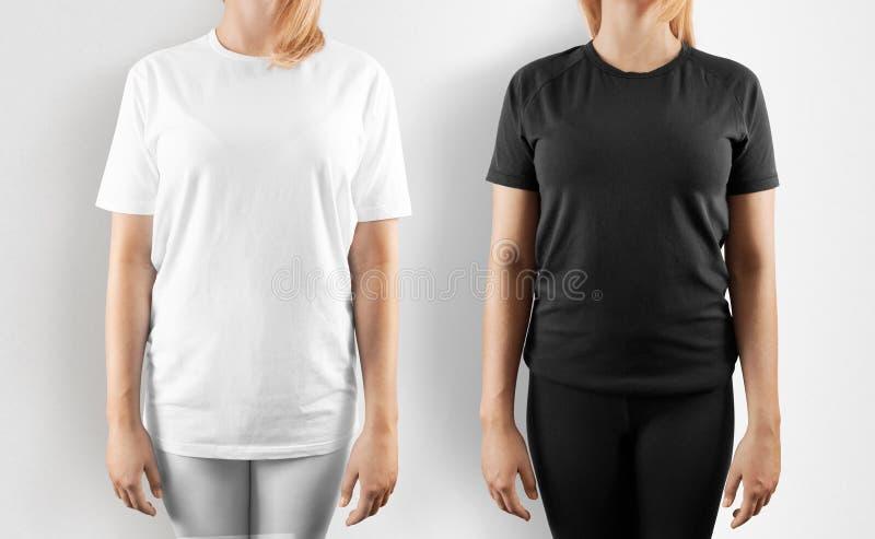 Het lege zwart-witte geïsoleerde model van het t-shirtontwerp, stock afbeelding
