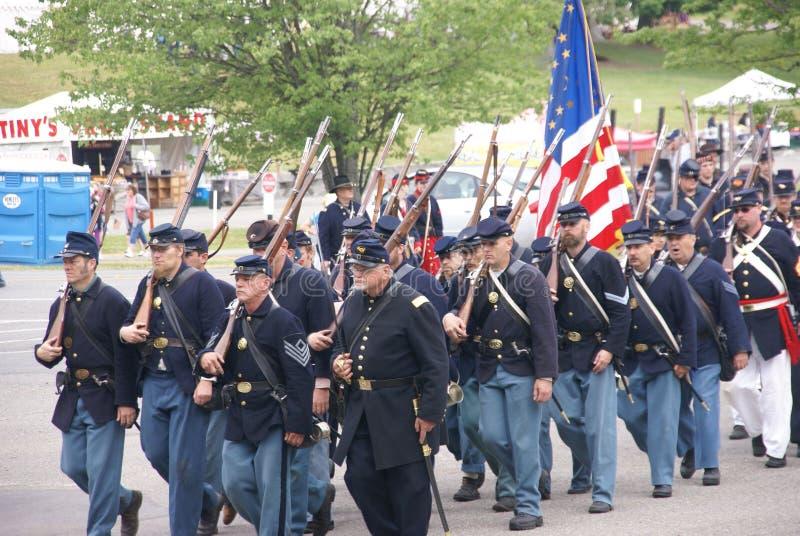 Het leger dat van de Unie aan slag marcheert stock afbeeldingen