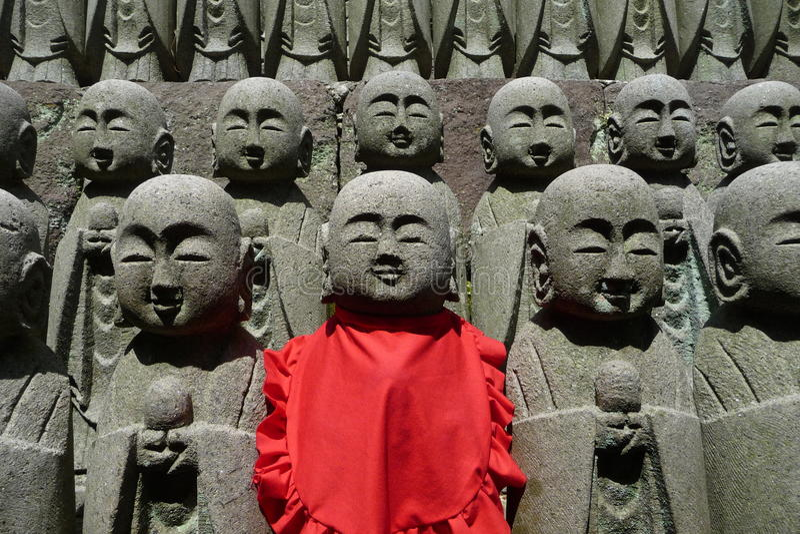 Het leger van Boedha bij de tempel hase-Dera in Kamakura royalty-vrije stock foto's