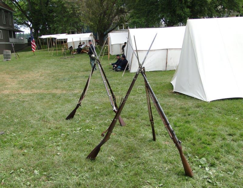 Het legergeweren van de Unie, die in kamp worden gestapeld, royalty-vrije stock afbeelding