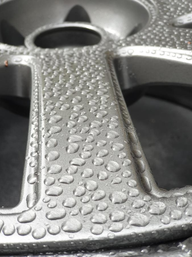 Het legeringswiel met waterkralenversiering, sluit omhoog royalty-vrije stock foto's
