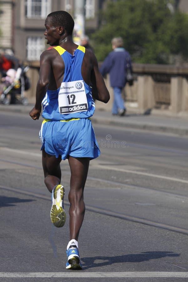 Het leiden Denis Musembi Ndiso in de marathon van Praag royalty-vrije stock afbeeldingen