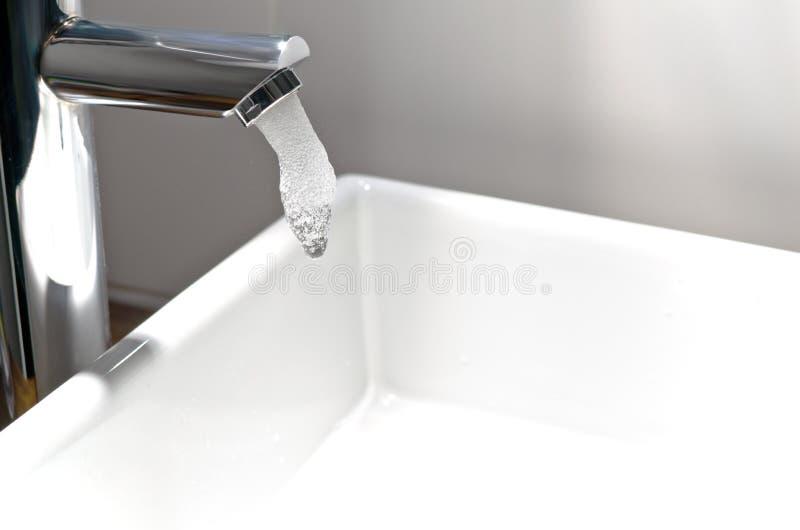Het leidingwater van de Tapkraan van het chroom stock afbeeldingen