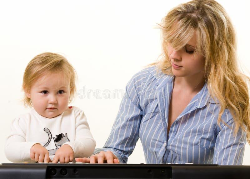 Het leren om toetsenbord te spelen royalty-vrije stock afbeelding