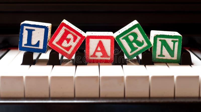 Het leren van de Piano stock fotografie