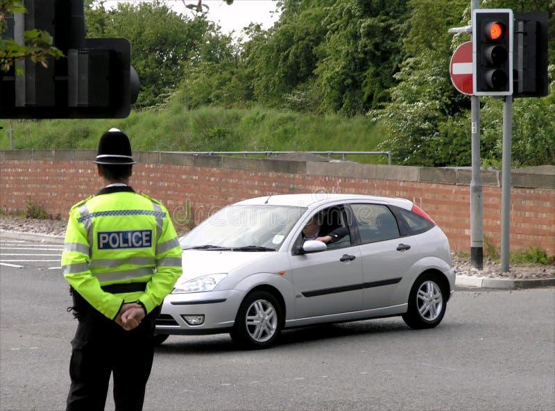 Het letten op van de politieagent verkeer royalty-vrije stock fotografie