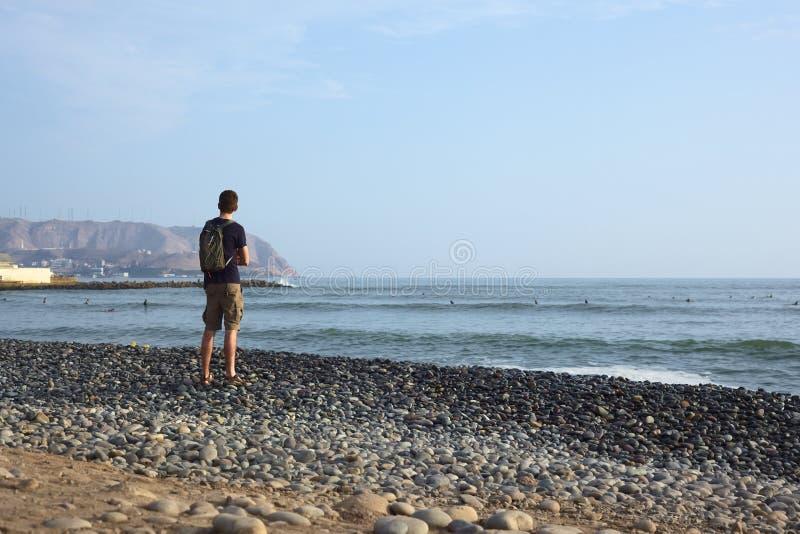 Het letten van de op Kust in Miraflores, Lima, Peru stock foto