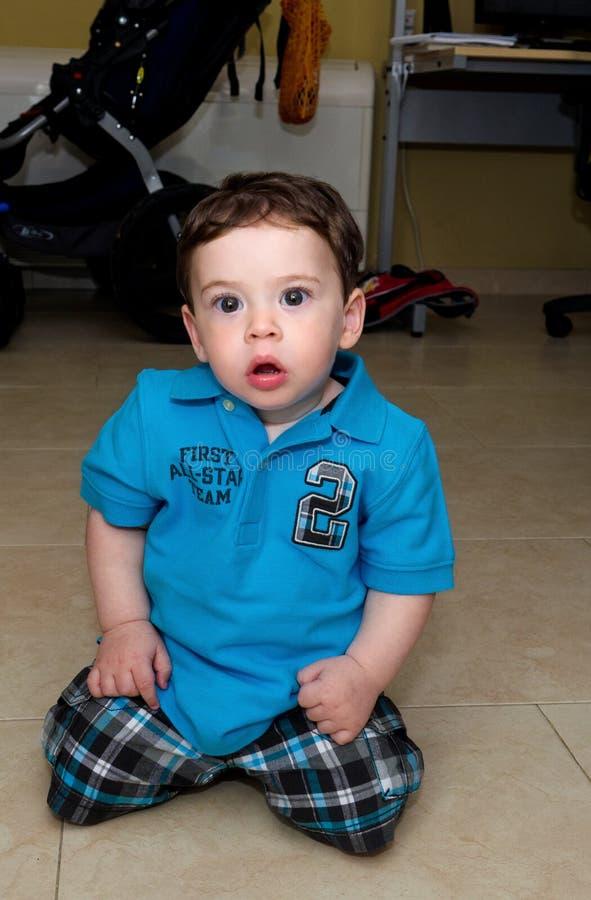 Het leuke Baby knielen stock fotografie