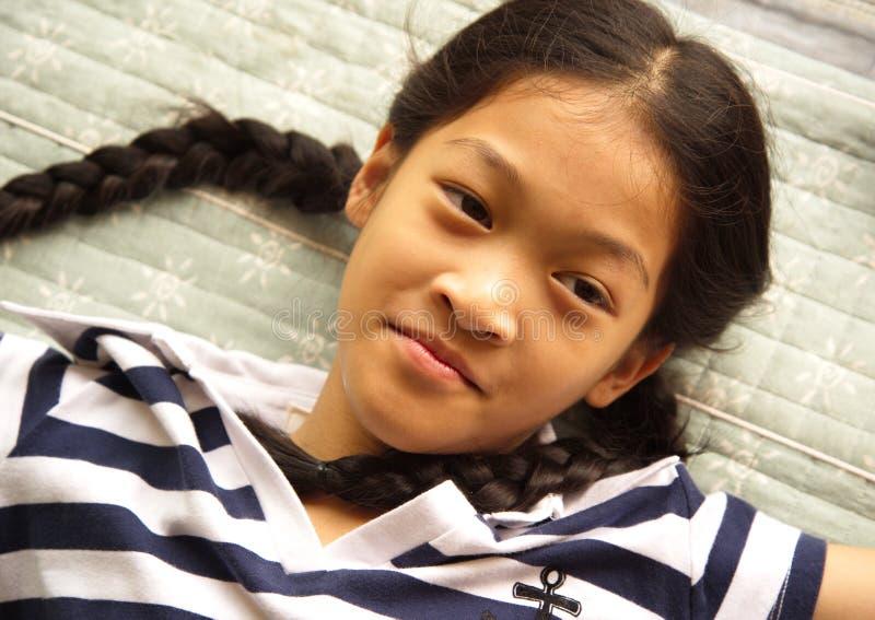 Het leuke jonge meisje van het portret Aziatische lange haar royalty-vrije stock fotografie