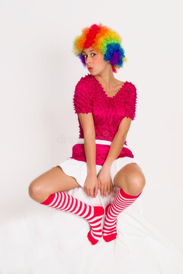 Het leuke Meisje kleedde zich in de Pruik van de Clown royalty-vrije stock afbeelding