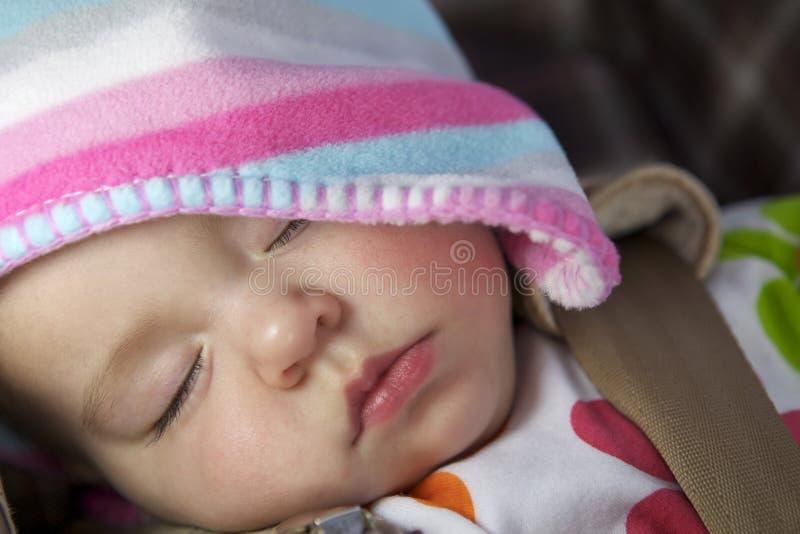 Het leuke meisje van de slaapbaby royalty-vrije stock afbeelding