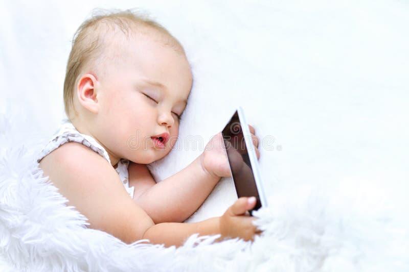 Het leuke meisje van de slaapbaby stock afbeelding