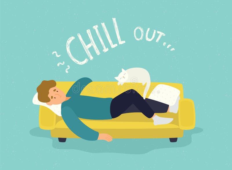 Het leuke mens liggen ontspannen op gele laag en Koele uit inschrijving Vrolijke kerel die op bank met zijn kat rusten rust stock illustratie