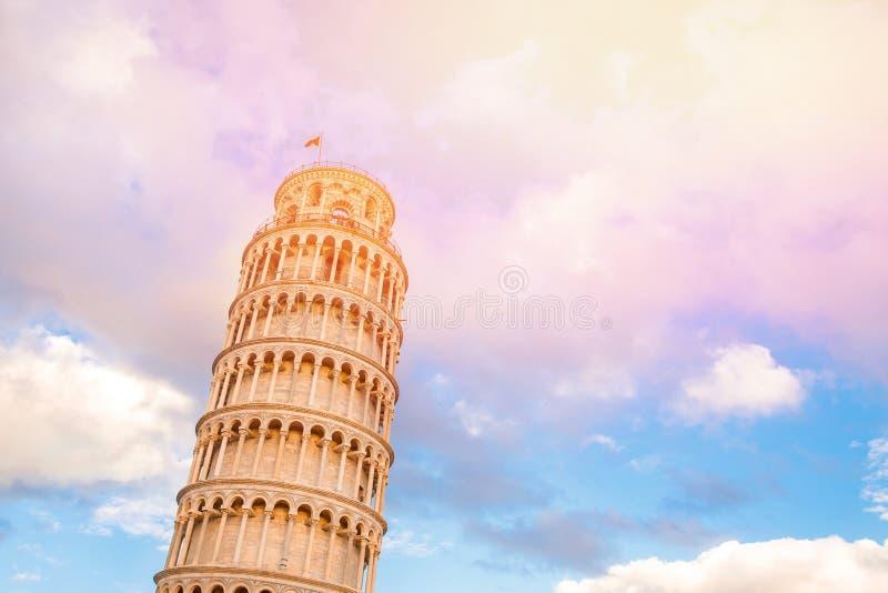 Het leunen Toren zonnige dag in Pisa, Italië royalty-vrije stock afbeeldingen
