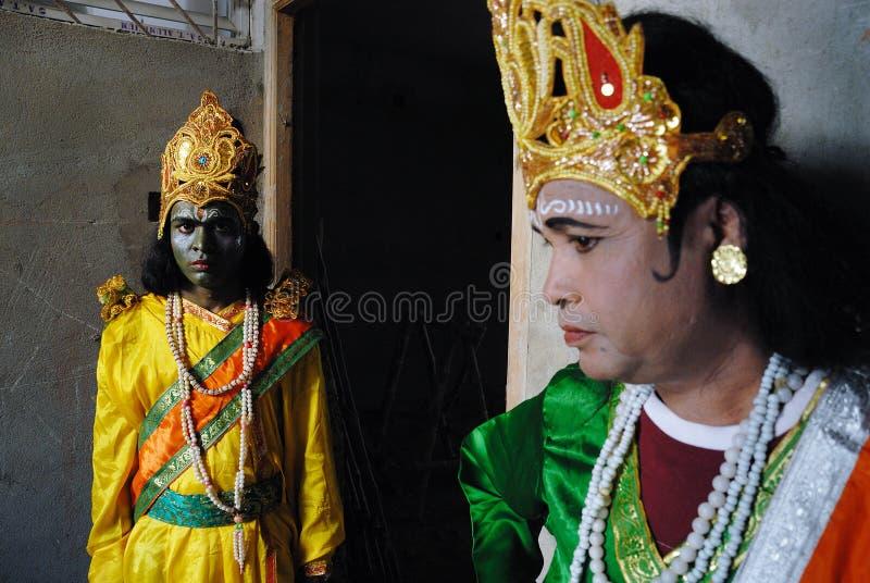 Het Leven Met Kleur & Godsdienstig Kostuum Redactionele Fotografie
