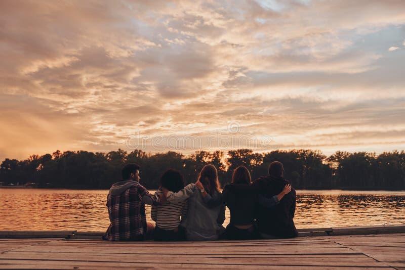 Het leven met vriendschap wordt gevuld die royalty-vrije stock foto's