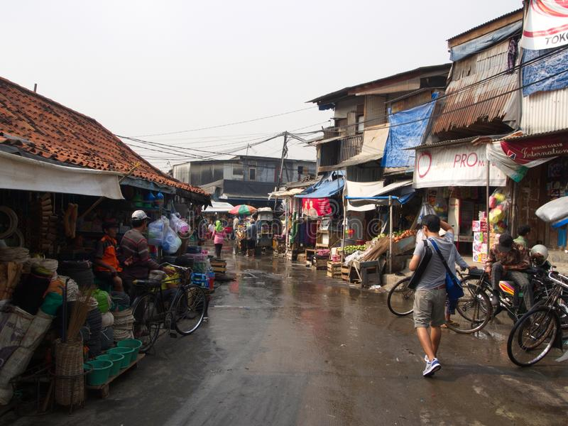 Het leven in Pasar Ikan en Muara Karang in de war, brengt een historische vis van Djakarta royalty-vrije stock afbeelding