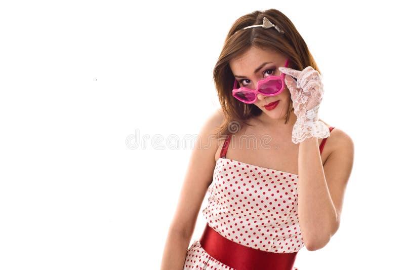 Het leven in roze glazen. Grappige jonge vrouw stock afbeeldingen