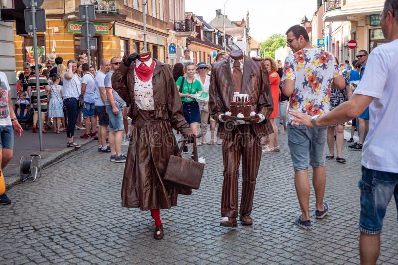 Het leven standbeelden op het festival van de UFOstraat - internationale bijeenkomst van straatuitvoerders en actoren royalty-vrije stock afbeeldingen