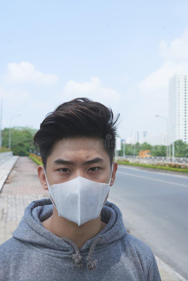 Het leven in verontreinigde stad stock foto's