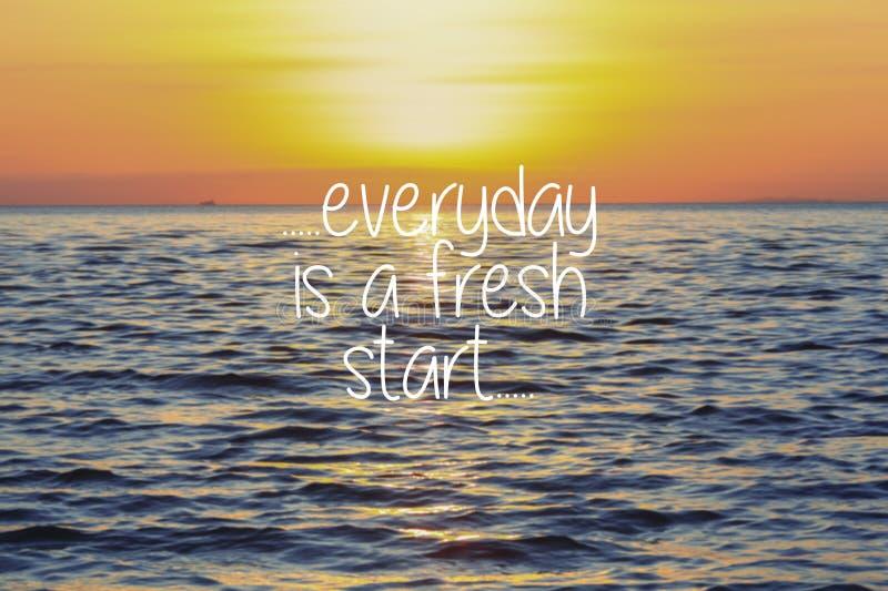 Het levens Inspirational Citaten - elke dag is een nieuwe start op zonsondergang royalty-vrije stock afbeelding