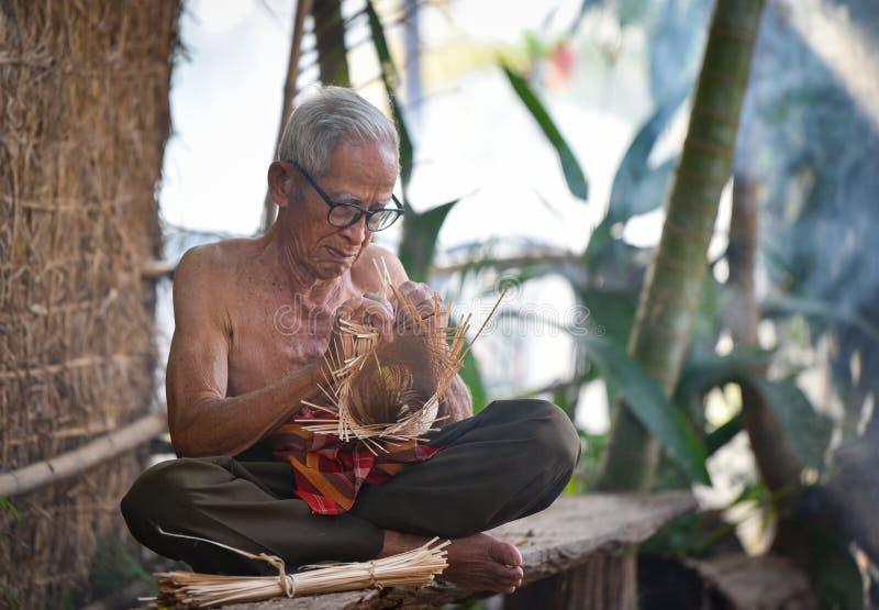 Het levens oude mens van Azië oom Grootvader stock afbeeldingen