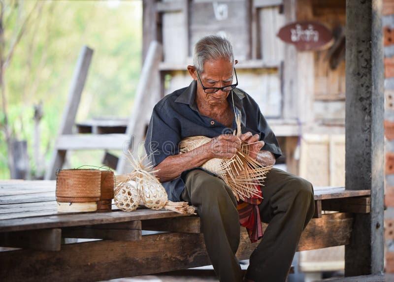 Het levens oude mens van Azië oom Grootvader stock foto