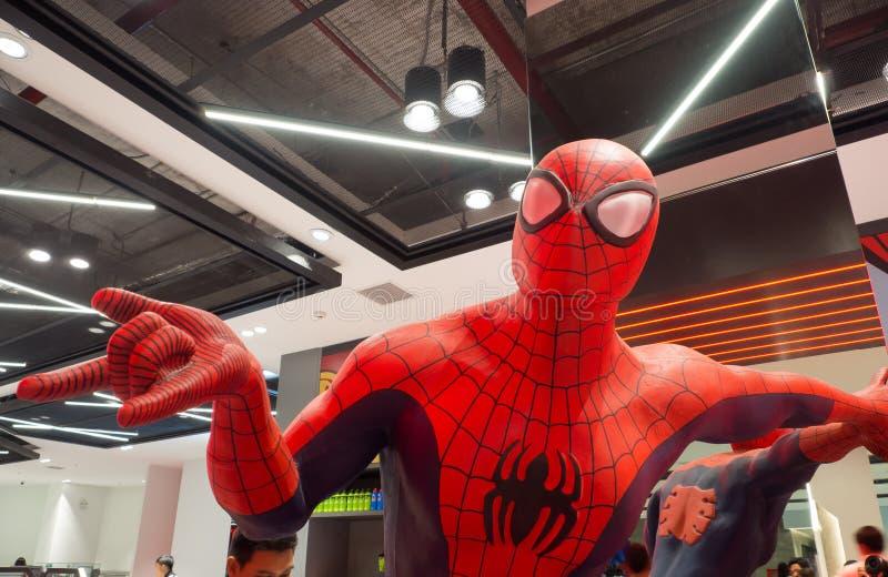 Het levensgrote spiderman model van het actiecijfer bij de wonderervaring royalty-vrije stock fotografie